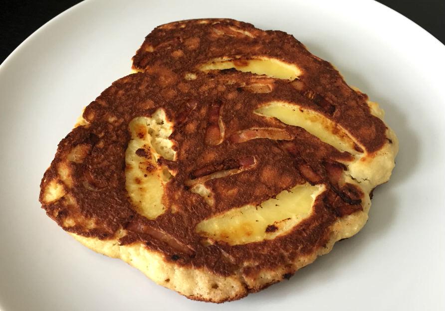 Glutenfri-pannkaka-med-äpple-och-bacon