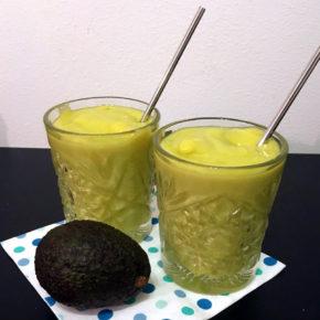 Krämig mango och avokado smoothie